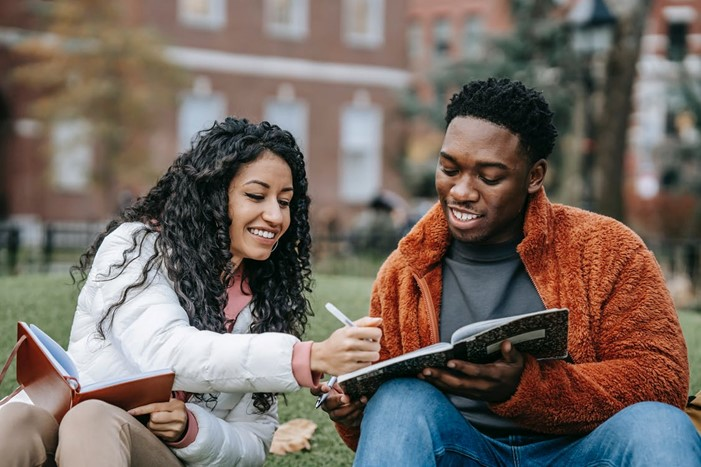 Our back-to-school tips for students with hearing loss including doing research before picking a college, and meeting with your audiologist.
